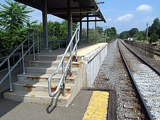 Mishawum (MBTA station) - Mini-high platform with missing edge strip in 2013