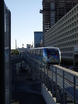 Bally's & Paris station - Image: Monorail incoming
