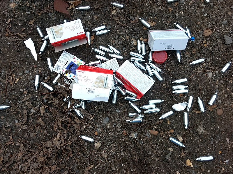 File:Mosa cream chargers fly-tipped at Bakers Hill car park 04.jpg