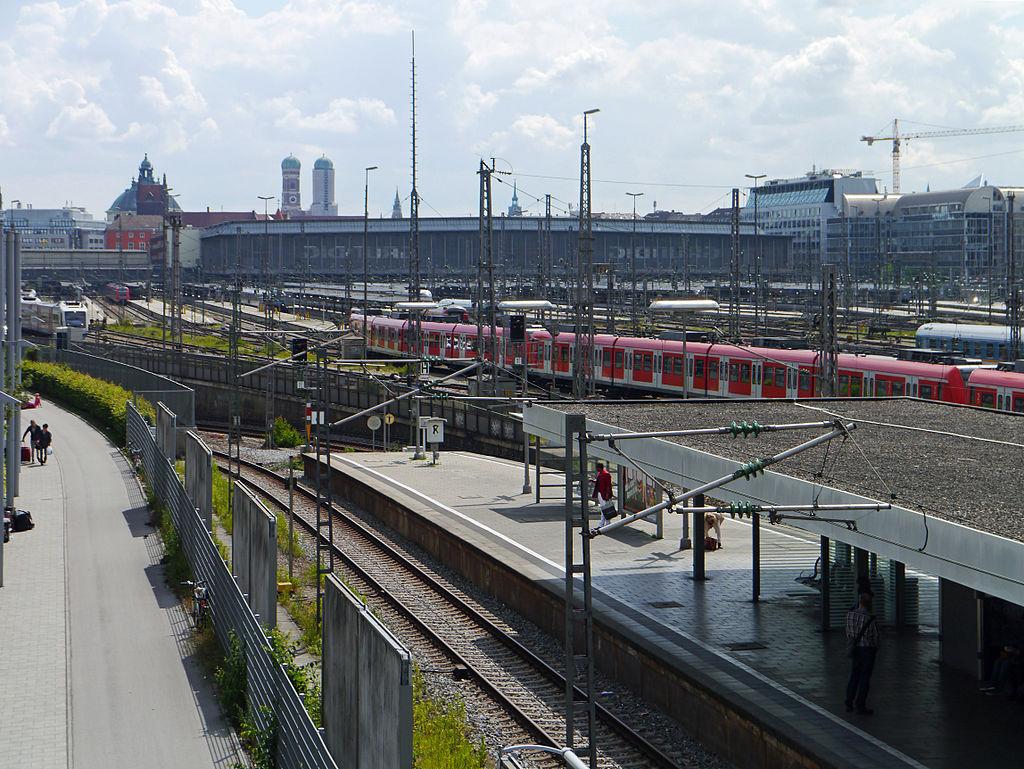 Muenchen-Hauptbahnhof-von-Hackerbruecke-2014-170