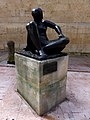 Mujer sentada (Oviedo) (4).jpg