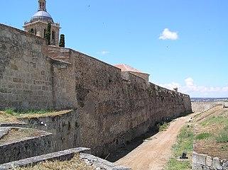 Muralla interior de Ciudad Rodrigo (desde la puerta de Amayuelas al oeste).jpg