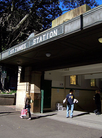 MX (newspaper) - A man hands out copies of mX at St James railway station, Sydney