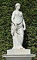 N19 Priesterin mit Opferschale, Schönbrunn (02).jpg