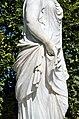N19 Priesterin mit Opferschale, Schönbrunn (05).jpg