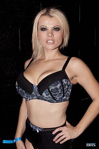Nadia White at Exxxotica New Jersey 2016 (31377778632).jpg
