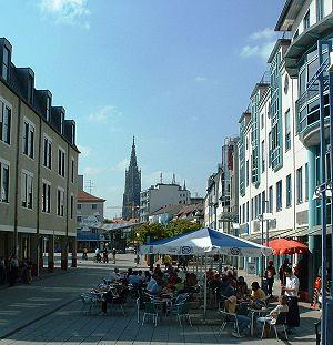 Blick über Petrusplatz Neu-Ulm nach Ulm
