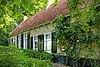 Eenvoudige woningen onder schilddak, zgn. molenaarshuisjes