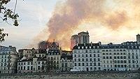 Notre-Dame de Paris, Incendie 15 avril 2019 20h07.12.jpg