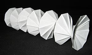 Action origami - Image: Origami spring