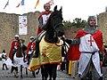 Péronne (13 septembre 2009) cavaliers devant château 14.jpg