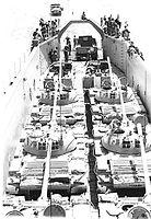 נחתת 60 מטר עמוסה ב-6 טנקים טי-55 בתרגיל נחיתה