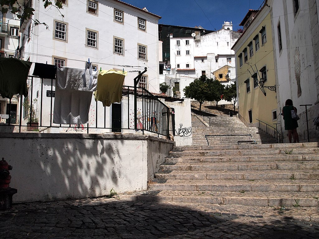 Escalier à Lisbonne dans le quartier d'Alfama - Photo de Paul Barker Hemings