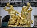 Palais de Peterhof - grande cascade - statue (2).jpg