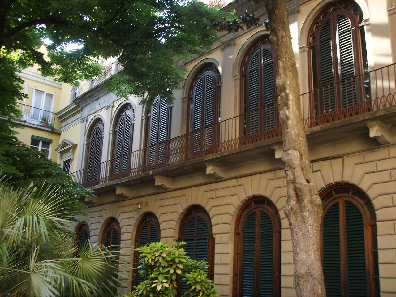 File palazzo malenchini alberti giardino prospetto - Giardino interno ...