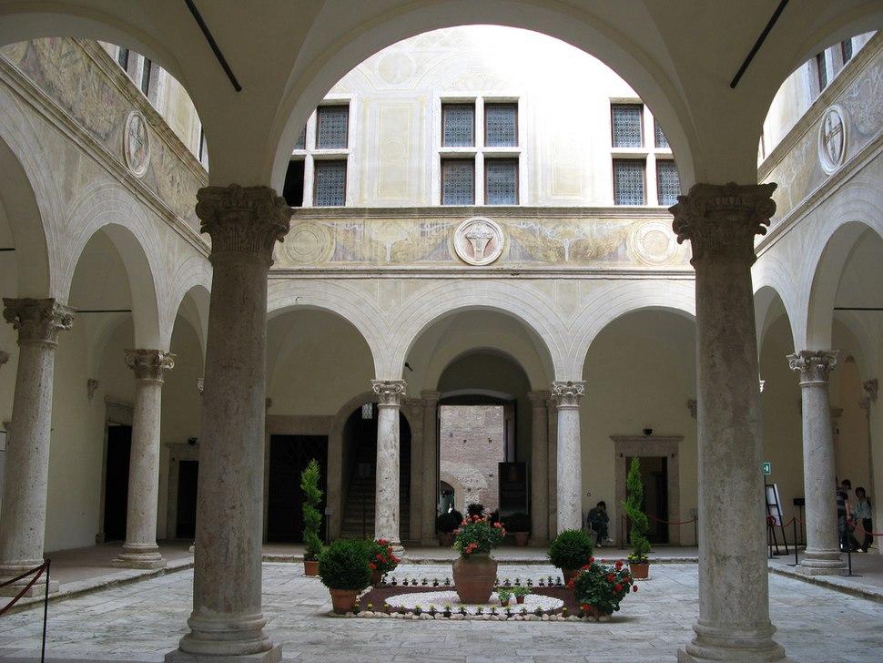 Palazzo piccolomini 03 cortile