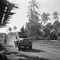 Pantserwagen op patrouille op Java, Bestanddeelnr 255-8332.jpg
