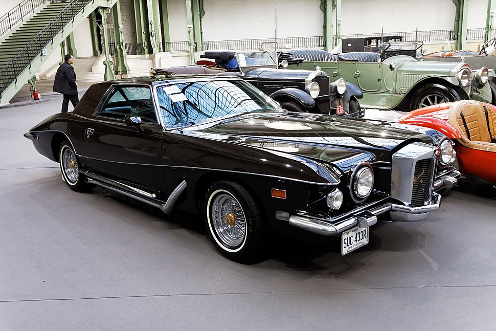 Paris - Bonhams 2013 - Stutz Blackhawk VI coup%C3%A9 - 1977 - 001