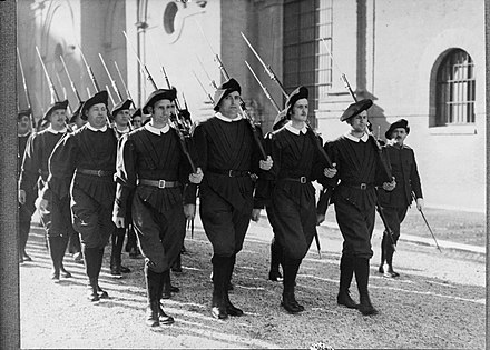 Marching in exercise uniform with rifles (1938) Peloton marcheert in exercitie-tenue met geweer, Bestanddeelnr 190-0984.jpg