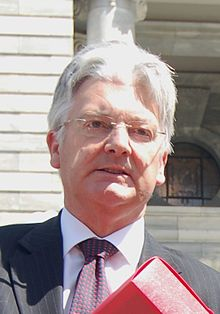 Peter Dunne outside Parliament.jpg