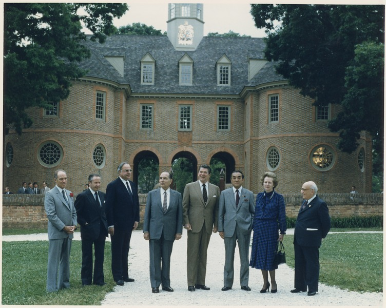 File:Photograph of the G-7 Economic Summit in Williamsburg, Virginia (left to right) Pierre Trudeau, Gaston Thorn, Helmut... - NARA - 198538.tif