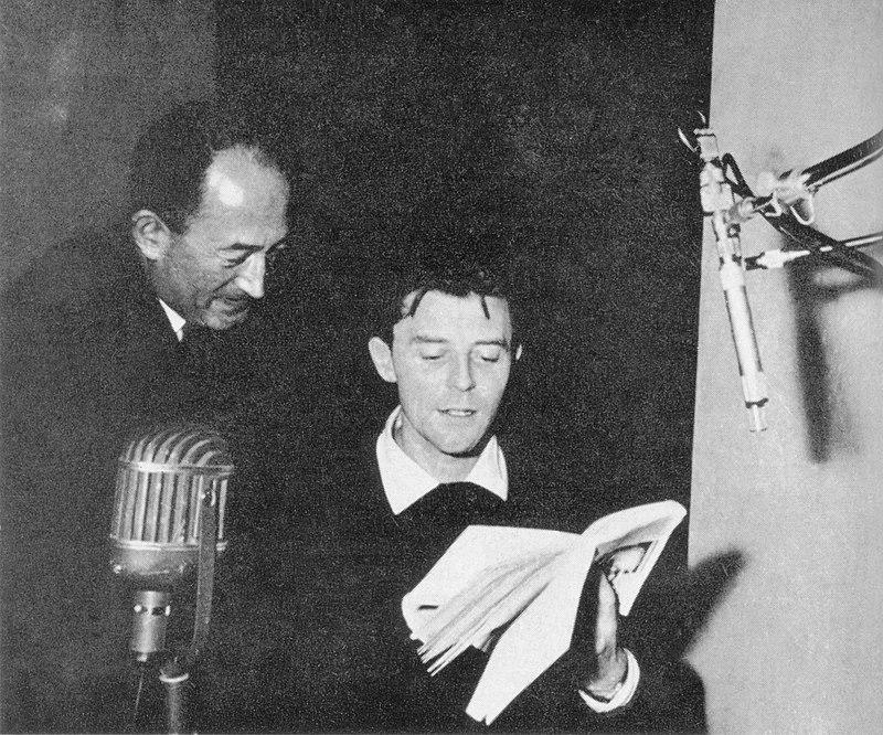 Gérard Philipe lisant des poèmes de Paul Eluard pour Pierre Seghers, Paris 1955 | Source : Wikimedia