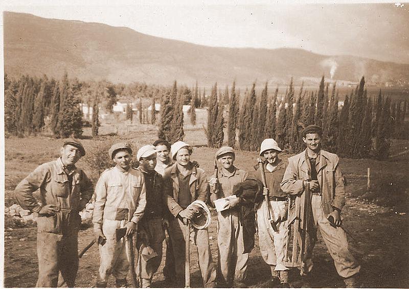 """""""קבוצת מכורה"""" 1945"""