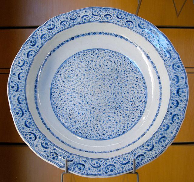 File:Plate foliated edge Iznik MBA Lyon D298.jpg