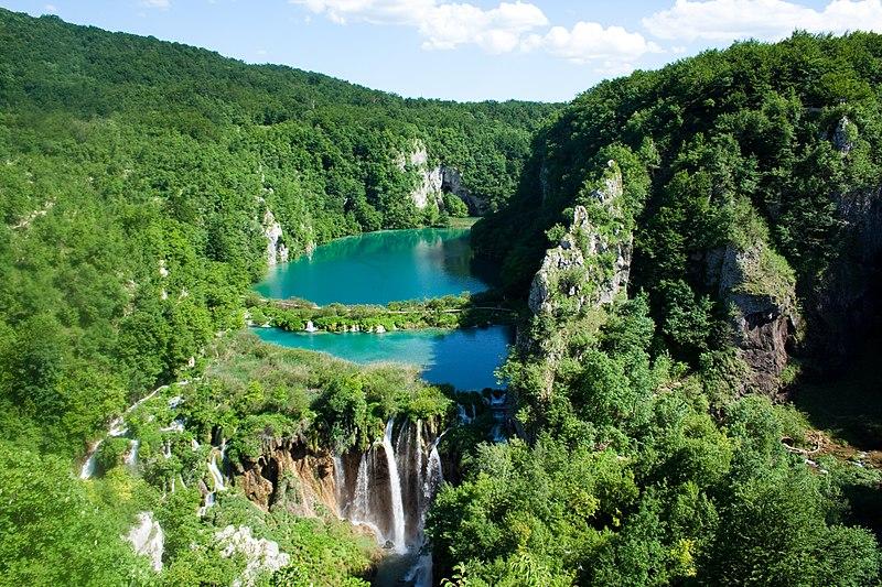 File:Plitvice Lakes National Park (2).jpg