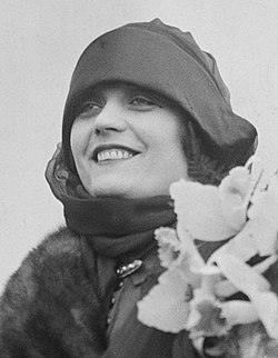 PolaNegri(closeup).jpg