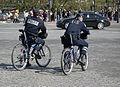 Policías en bici, Paris 2009.jpg