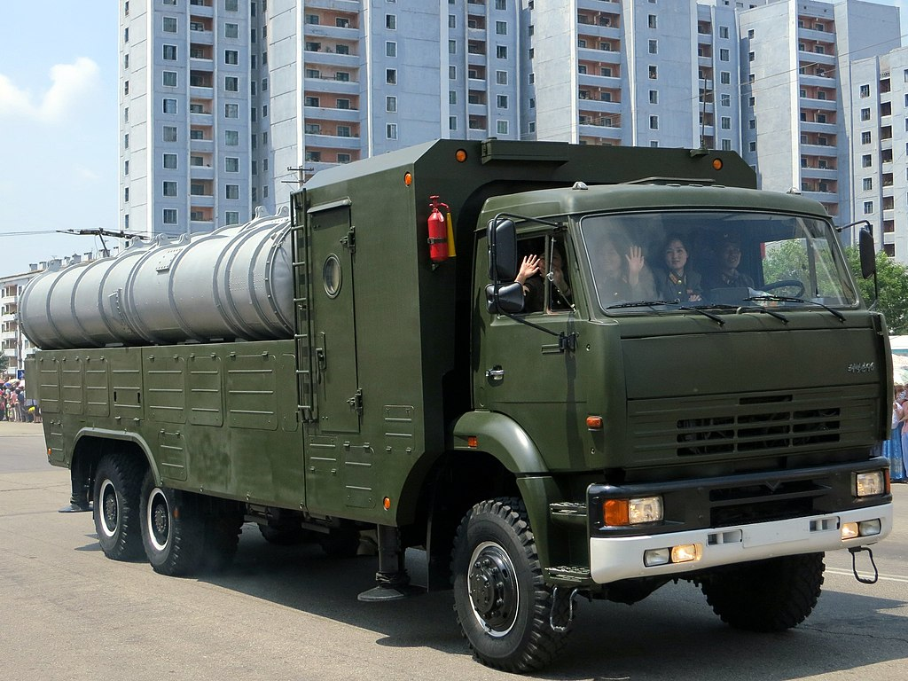 قصه ال MIG-29 في كوريا الشماليه  1024px-Pon%E2%80%99gae-5_-_North_Korea_Victory_Day-2013_01