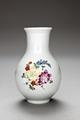 Porslinsvas med blommor, 1700-talets andra hälft - Hallwylska museet - 93759.tif