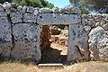 Porta d'entrada de la murada del poblat prehistòric de Son Catlar (Menorca).JPG