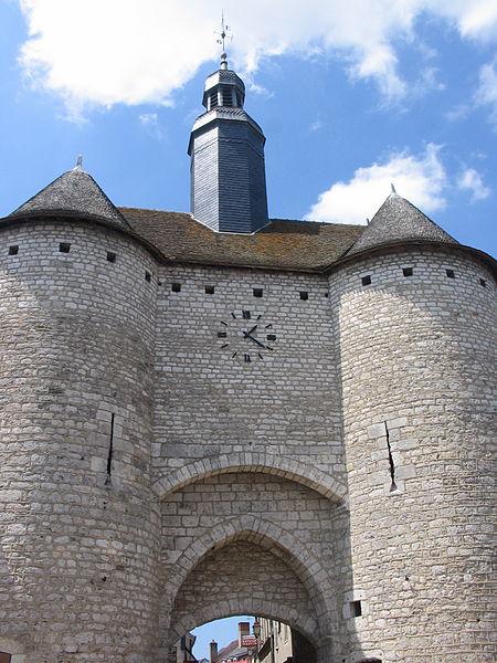 Porte de l'Horloge à Mehun sur Yèvre (18).