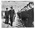 Prins Bernhard inspecteert Nederlandse bemanningen van motortorpedoboten ergen…, Bestanddeelnr 935-0171.jpg