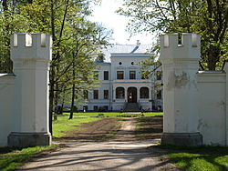 Entrance and the main building of Puurmani Manor