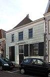 foto van Huis met gepleisterde lijstgevel, parterre met zolderverdieping