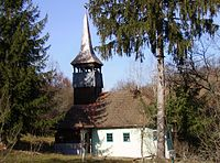 RO HD Luncsoara wooden church 1.jpg