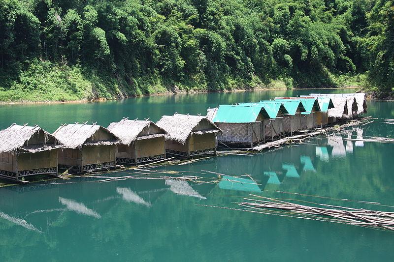 File:Rafthouses in Khao Sok national park.jpg