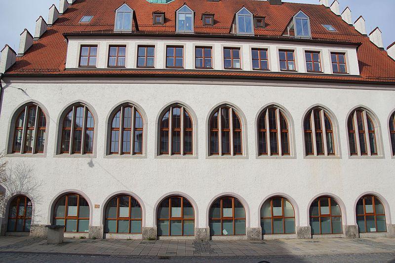 File:Rathaus Neumarkt in der Oberpfalz 030.JPG