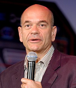 Robert Picardo gatecon (cropped).jpg