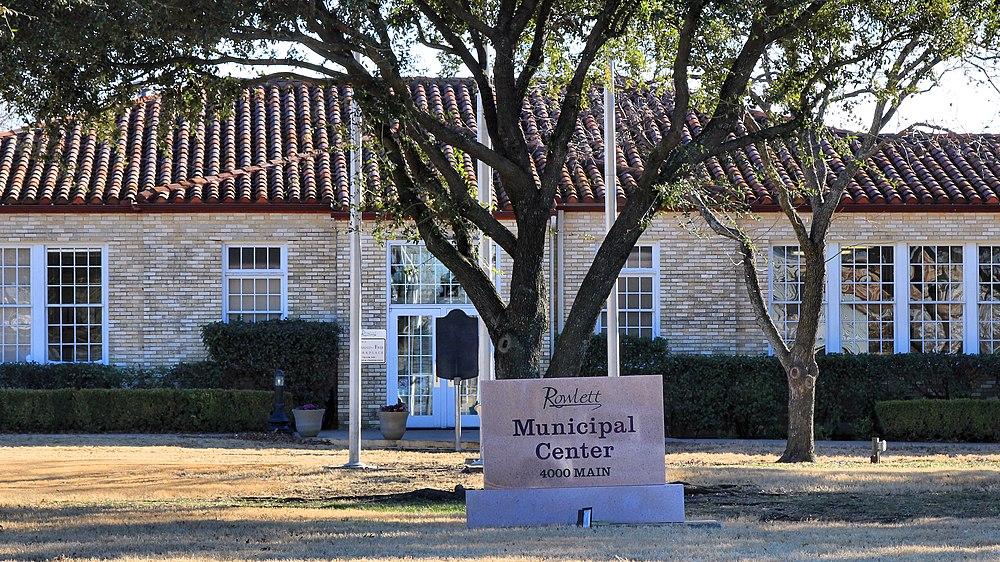 The population density of Rowlett in Texas is 1035.16 people per square kilometer (2681.25 / sq mi)