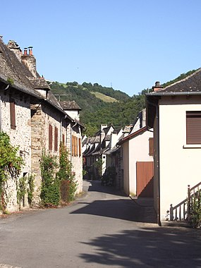 Saint-Parthem's main street.jpg