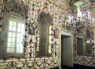 Arti decorative... 330px-Salottino_di_porcellana_della_regina_amalia%2C_1757-59_ca_02bis-Retouched