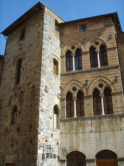 Palazzo Tortoli, San Gimignano, Piazza della Cisterna