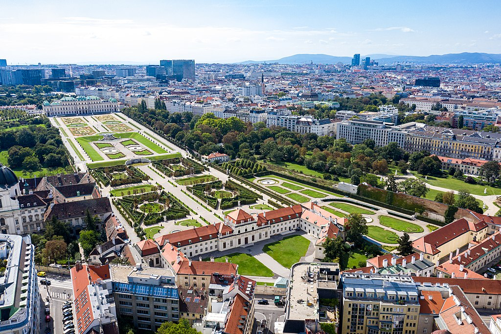 Schloss Belvedere: Unteres Belvedere (Vordergrund), Oberes Belvedere (Hintergrund