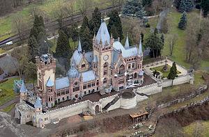 Schloss Drachenburg - Image: Schloss Drachenburg Luftbild 01