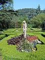 Sežanski botanični park - osrednje grede.jpg