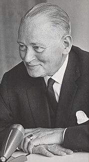 Dirk Stikker politician and badminton player